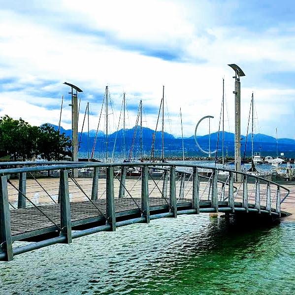 Ponton de la Place de la Navigation à Ouchy (Lausanne, Suisse).
