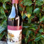 Bouteille de vin rouge de la confrérie des pirates d'Ouchy - Cuvée du Syndic, étiquette et bouchon rouge